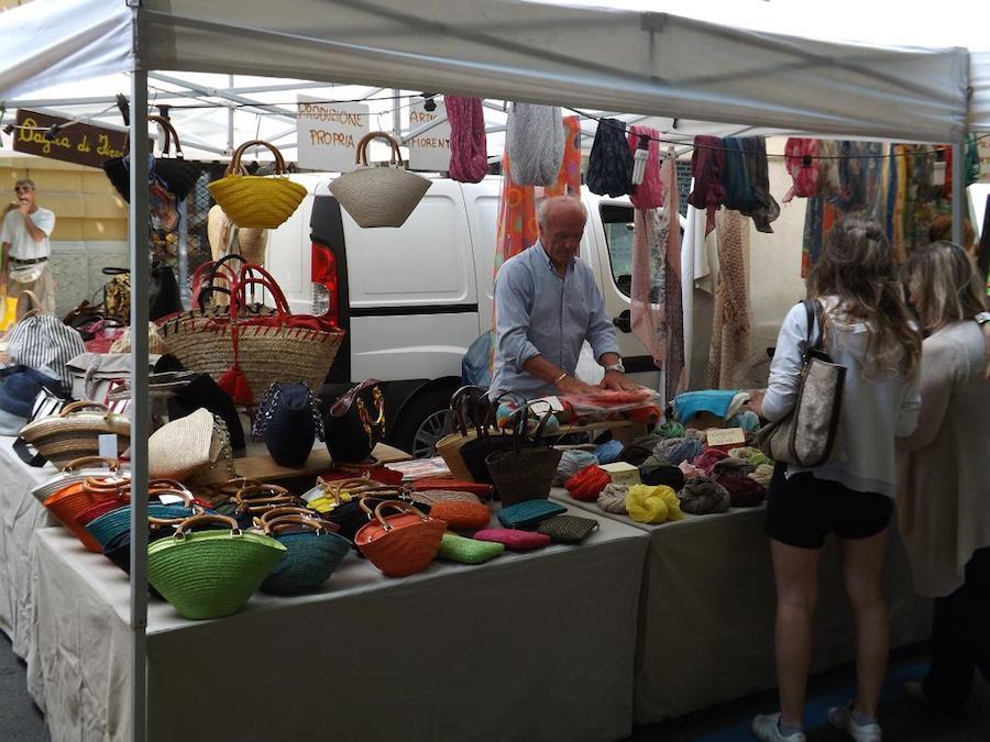 Ambulante toscano al mercato